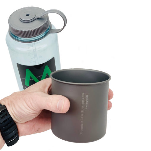 520 ml Titanium Cup in Hand